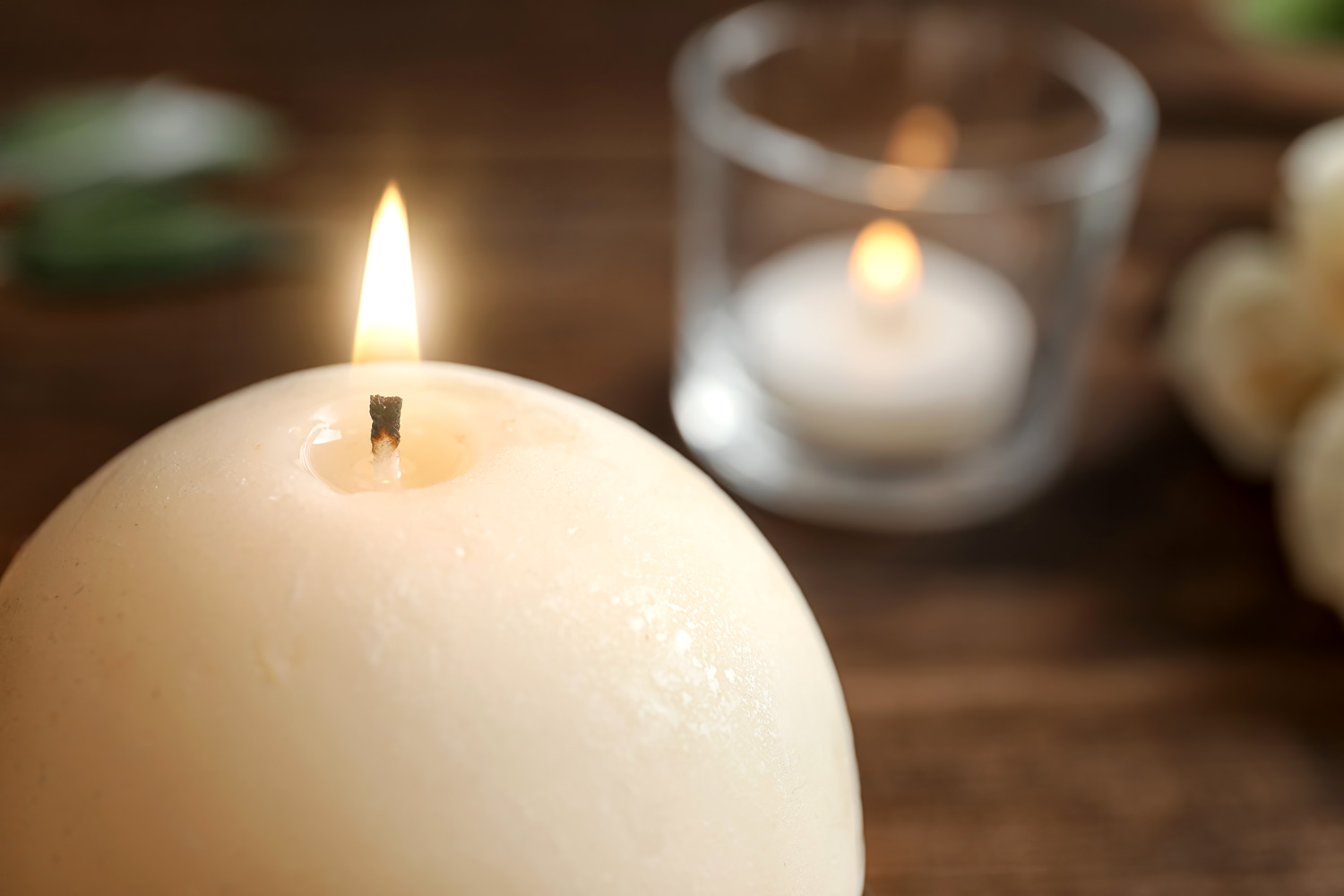 Spruce up your room with these ball candles and enjoy the dimensions it creates.