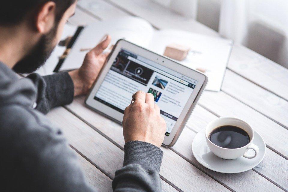 Man, Reading, Touchscreen, Blog, Digital, Tablet