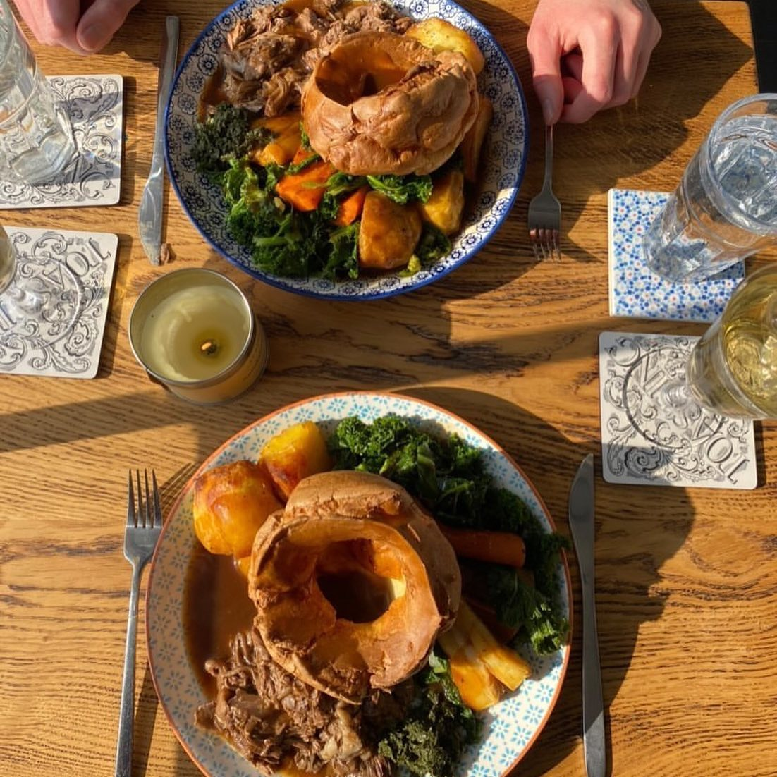 The weekend's nearly here and you know what that means...it's only two days 'til Sunday. 🙌🏼 Treat yourself and let us do the cooking. Swipe left ➡️ and let us tempt you some more..... 🍽🦙🧑🏼🍳😋🙌🏼  #takeawayroast #sundayroast #sundaygoals #supportlocal #canonbury #londonfoodies #foodporn #pubsofinstagram #pubsoflondon #pubstagram #yorkshirepudding #yorkshirepuddings #supportsmallbusiness #hackney #londonpubs #islingtonpubs #vegetarianroast #veggieroast #veganroast #veganroastdinner #islington #islingtonlife #islingtonmums #mothersday #motheringsunday