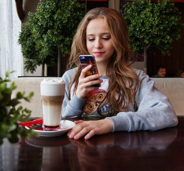 girl using app