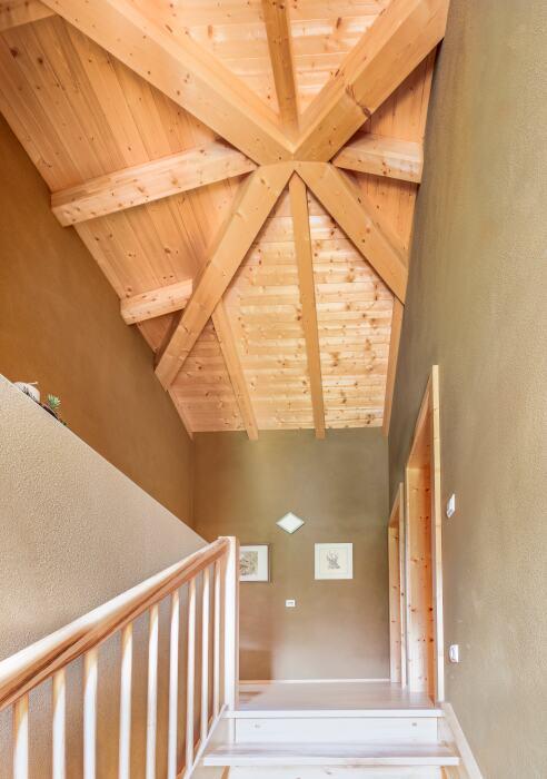 Treppenhaus eines fertigen HolzLehmMassivhauses