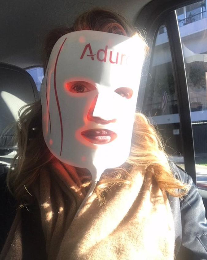 Julia Roberts Uses LED Face Mask | PEOPLE.com
