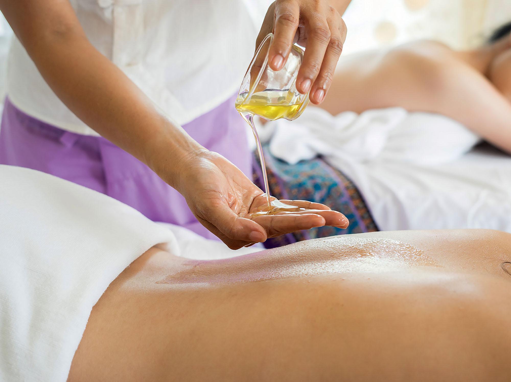 Wellness-Massage mit Ölen