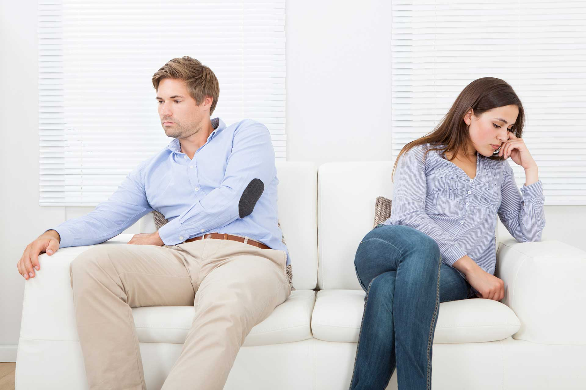 cohabitation during divorce, couple on couch separately