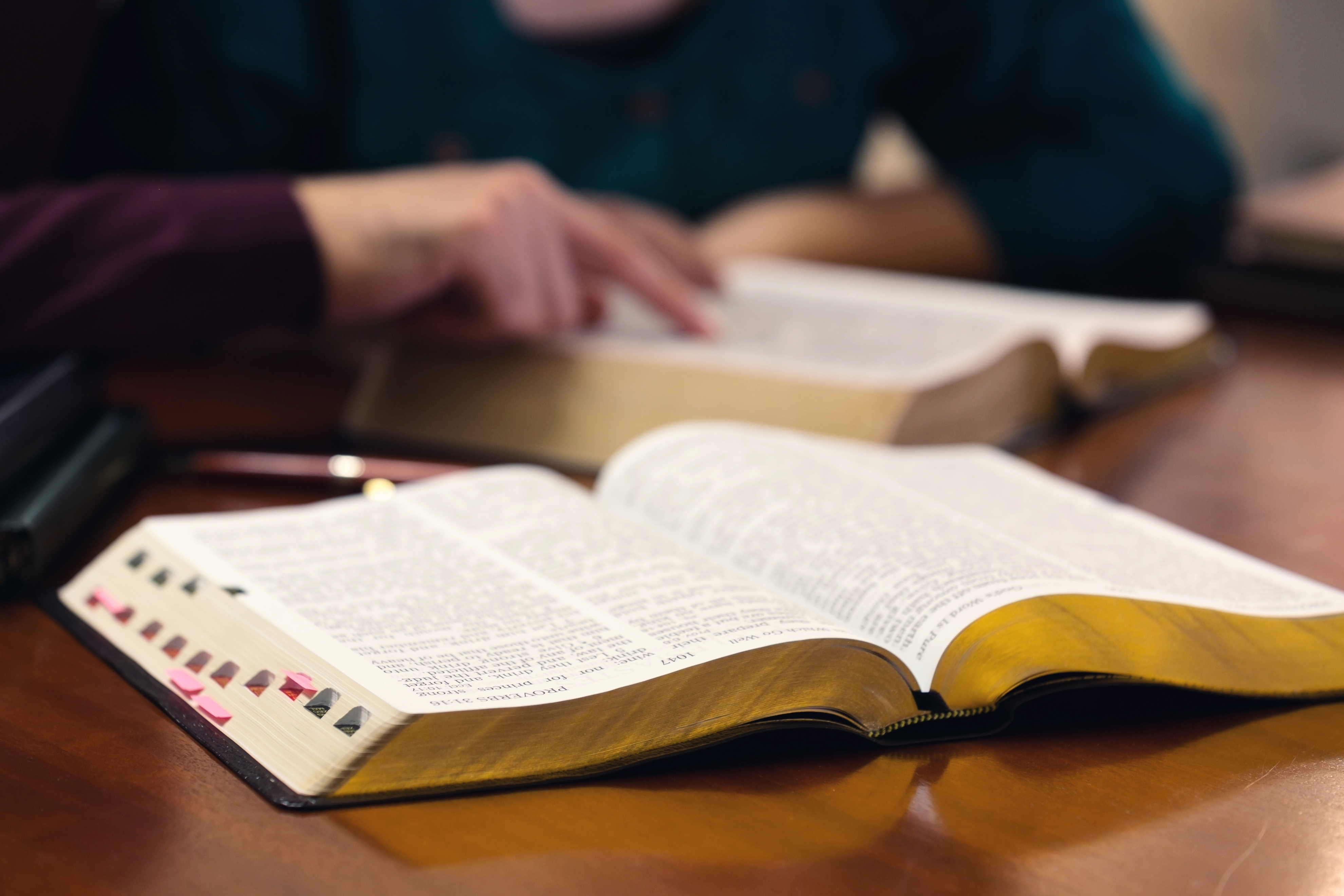 4 Resources for Seniors Interested in Theology and Philosophy