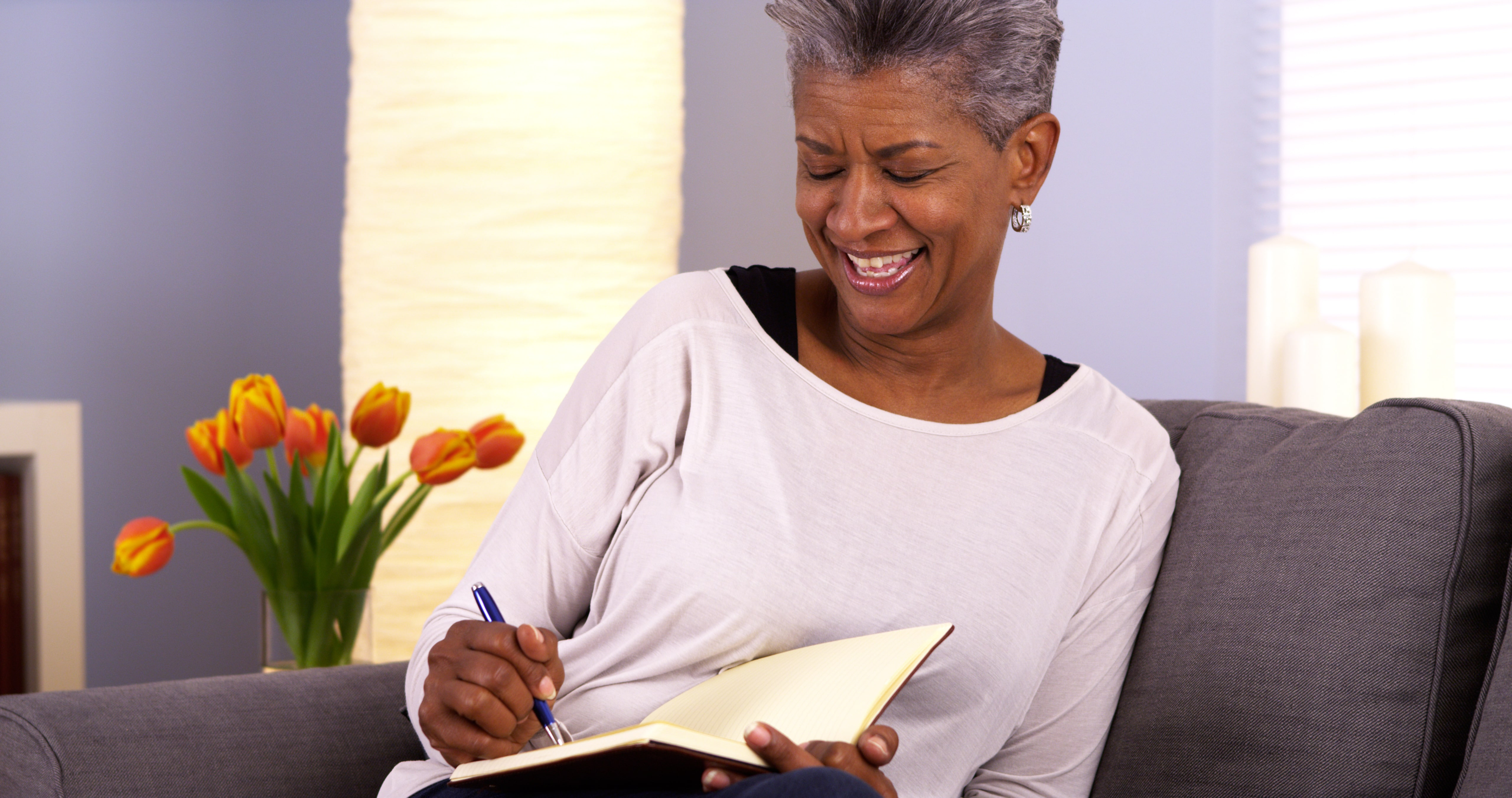 12 Tips for Journaling in Your Assisted Living Apartment