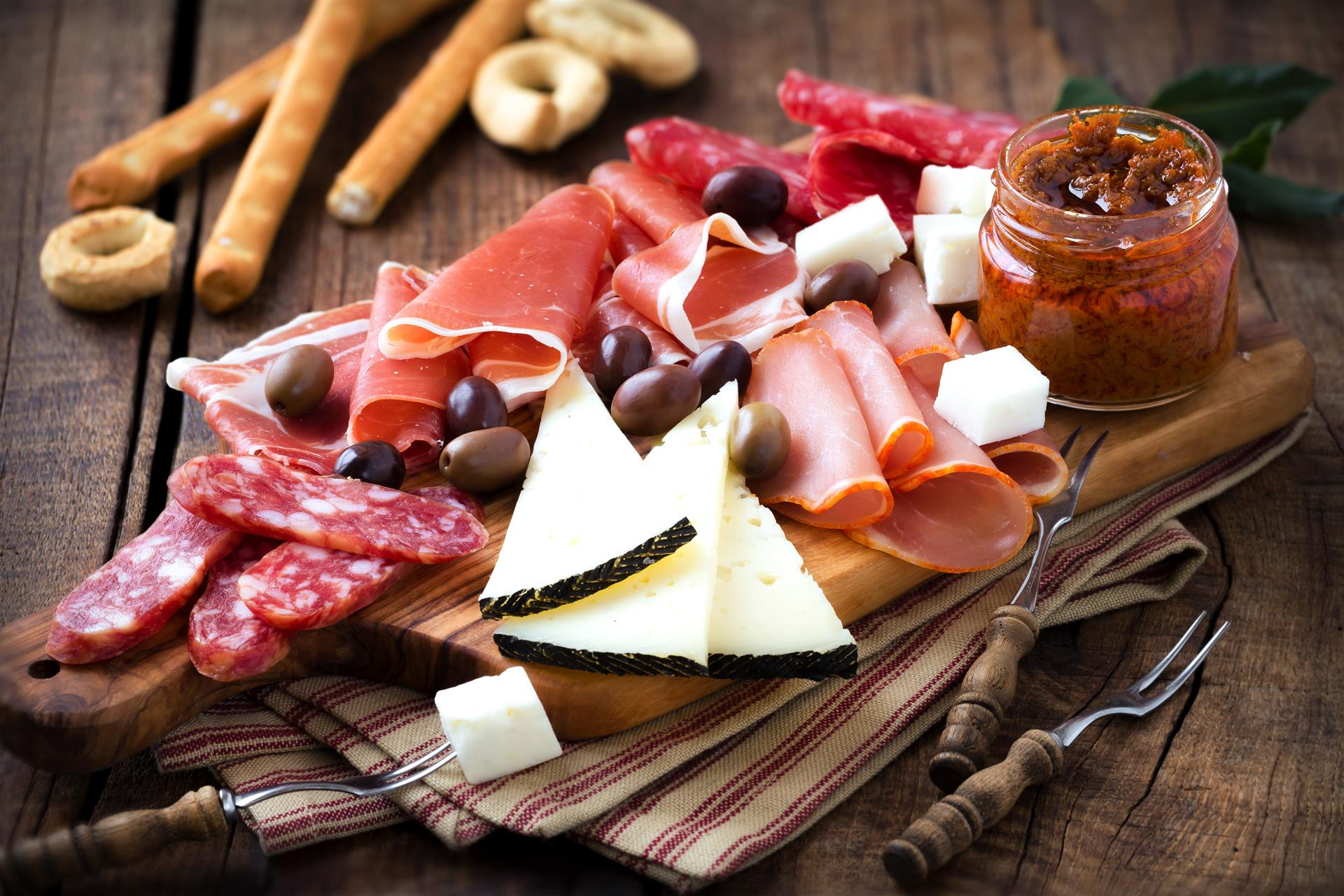 Why Cold Cuts Might Be the Perfect Food for Your Assisted Living Apartment