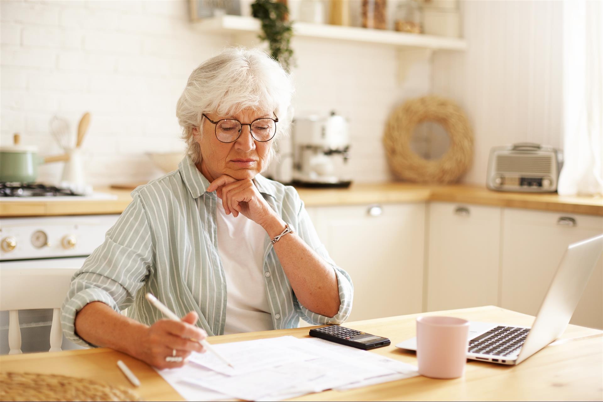 4 Fun Ways Seniors Can Make a Little Extra Cash Online