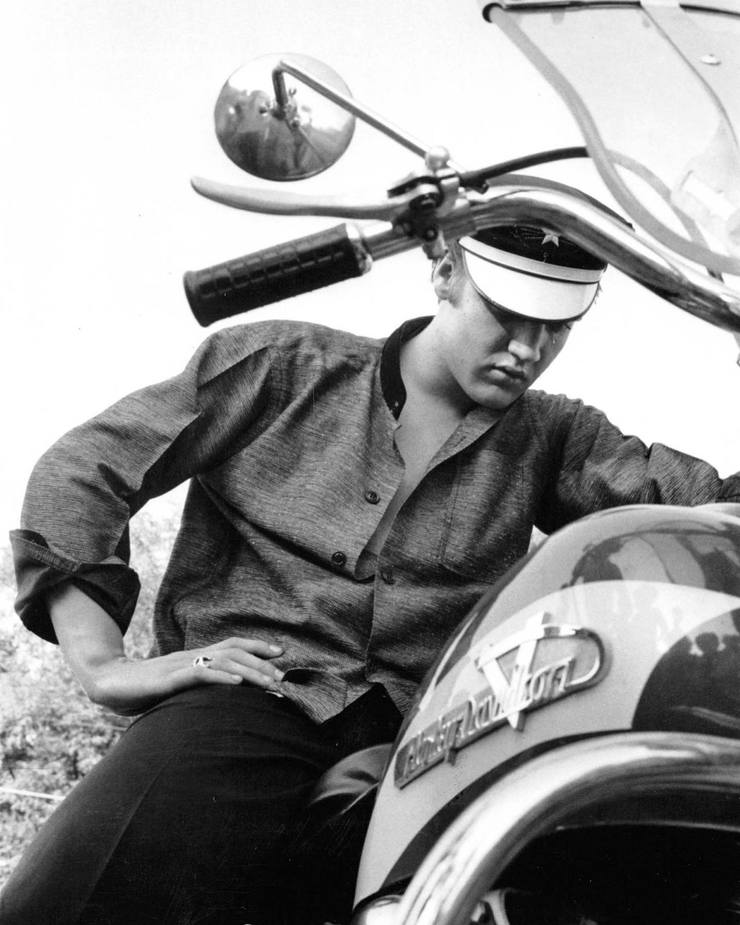 Today we are celebrating two MAJOR birthdays!! #Onthisday in 1935, rock and roll legend Elvis (AKA the King) was born! Pictured here is Elvis on his Harley Davidson bike, wondering why it wouldn't start outside his Memphis home on July 4, 1956.   📷©️Alfred Wertheimer/MUUS Collection   David Bowie, who was born on this day in 1947, is pictured here at the 17th Grammy Awards at the Uris Theater in NYC on March 1, 1975.   📷©️Fred W. McDarrah/MUUS Collection   #happybirthdayelvis #happybirthdaybowie #davidbowie #bowie #elvis #elvispresley #theking #rockandroll #musicians #musician #photography #photographer #todayinhistory #nyc #newyorkcity #memphis #celebrities #celebrity #photoftheday #pictureoftheday #picoftheday #vintagephotography #fromthearchives #harleydavidson #motorcycle #muuscollection #art #blackandwhitephotography #documentaryphotography