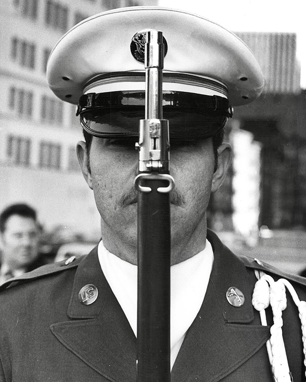 Today, we honor those brave Americans who have fallen in the line of duty. Whether you choose to celebrate at home or safely gather with others, we hope you take a moment to bear in mind the brave people who have been making it possible to do so since 1776.  Seen here is a US soldier and sharpshooter in the 5th Avenue Parade in NYC, shot by Fred McDarrah. December 18, 1971.  📸 © Fred McDarrah/MUUS Collection