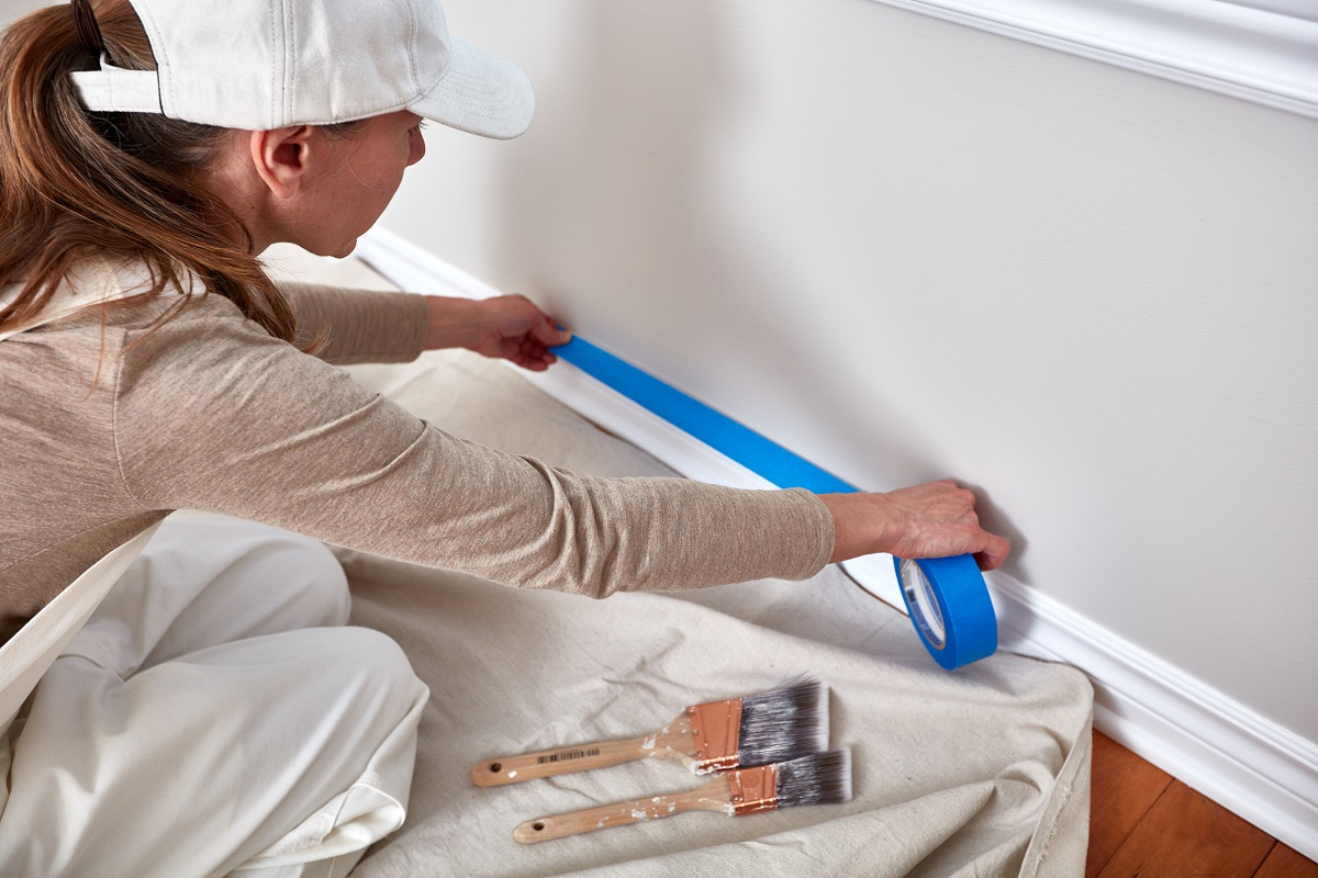 Use Tape for Wallpaper Painting