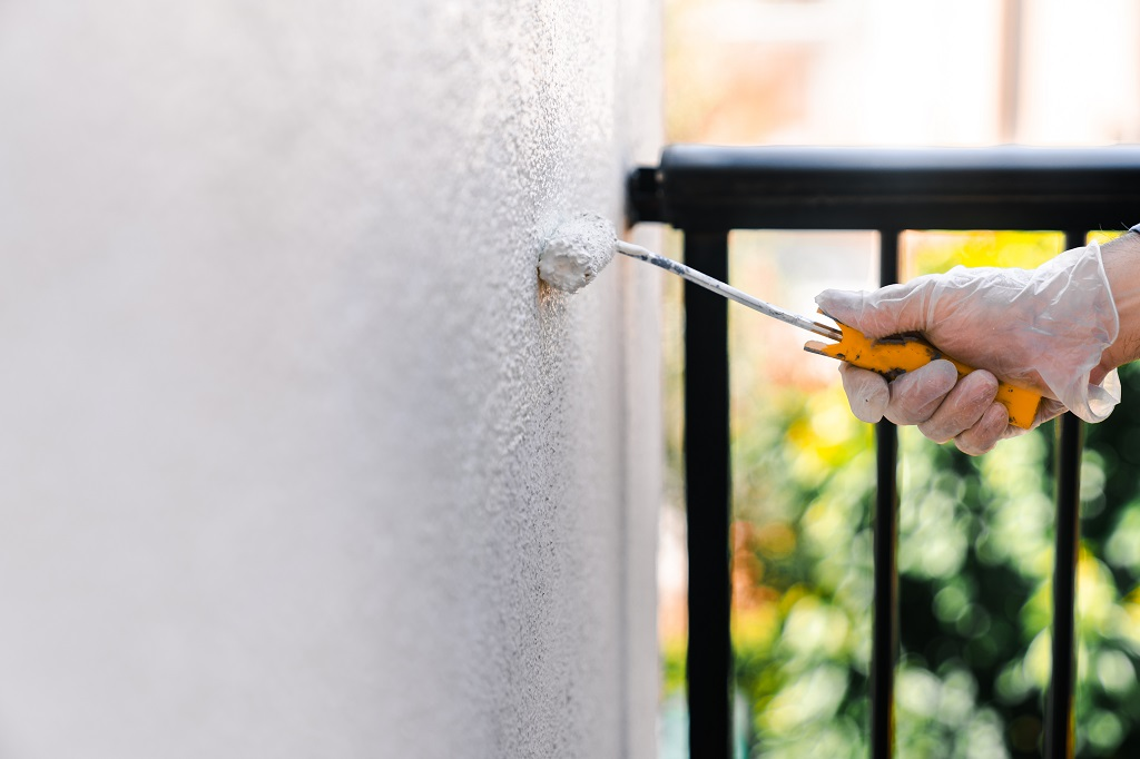 How Does Sunlight Affect Exterior Paint?
