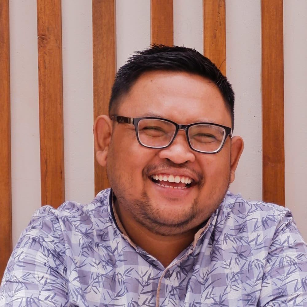 Headshot of a man smiling.