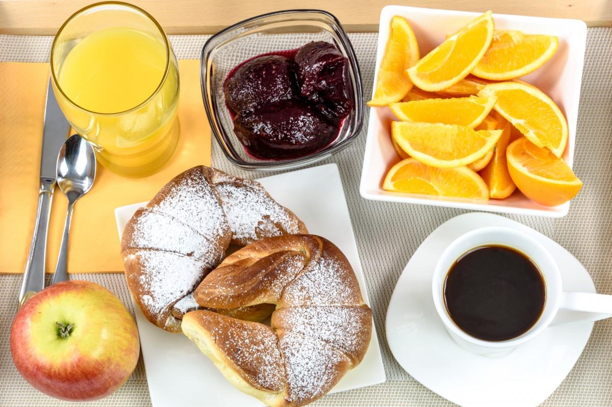 breakfast_hotel_continental_tray_coffee_jam_croissants_apple_orange_juice-1161334|healthy-breakfast|food_burrito_mexican_meat_meal_tortilla_lunch_dinner-669035