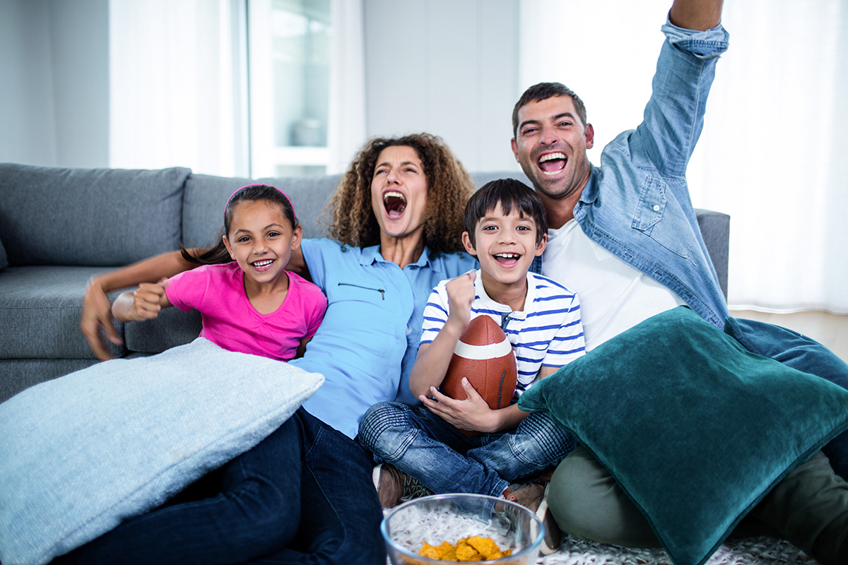 Family watching american football match on television at home|wvh-blog-template|Big, big screen|football exercise|football-fitness