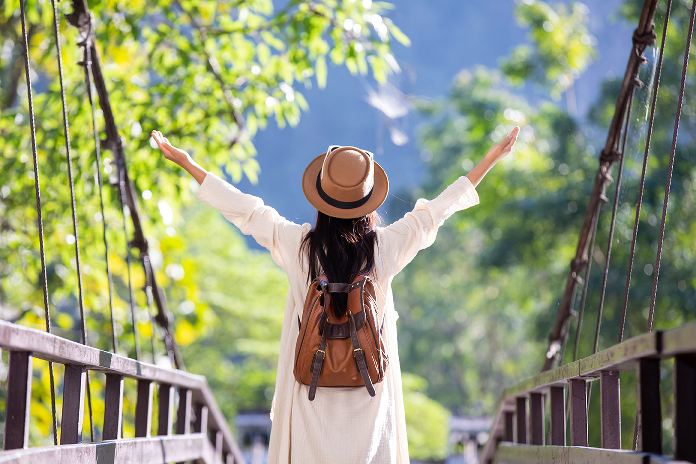 Female tourists spread their arms and held their wings, smiling happily.|open-minded