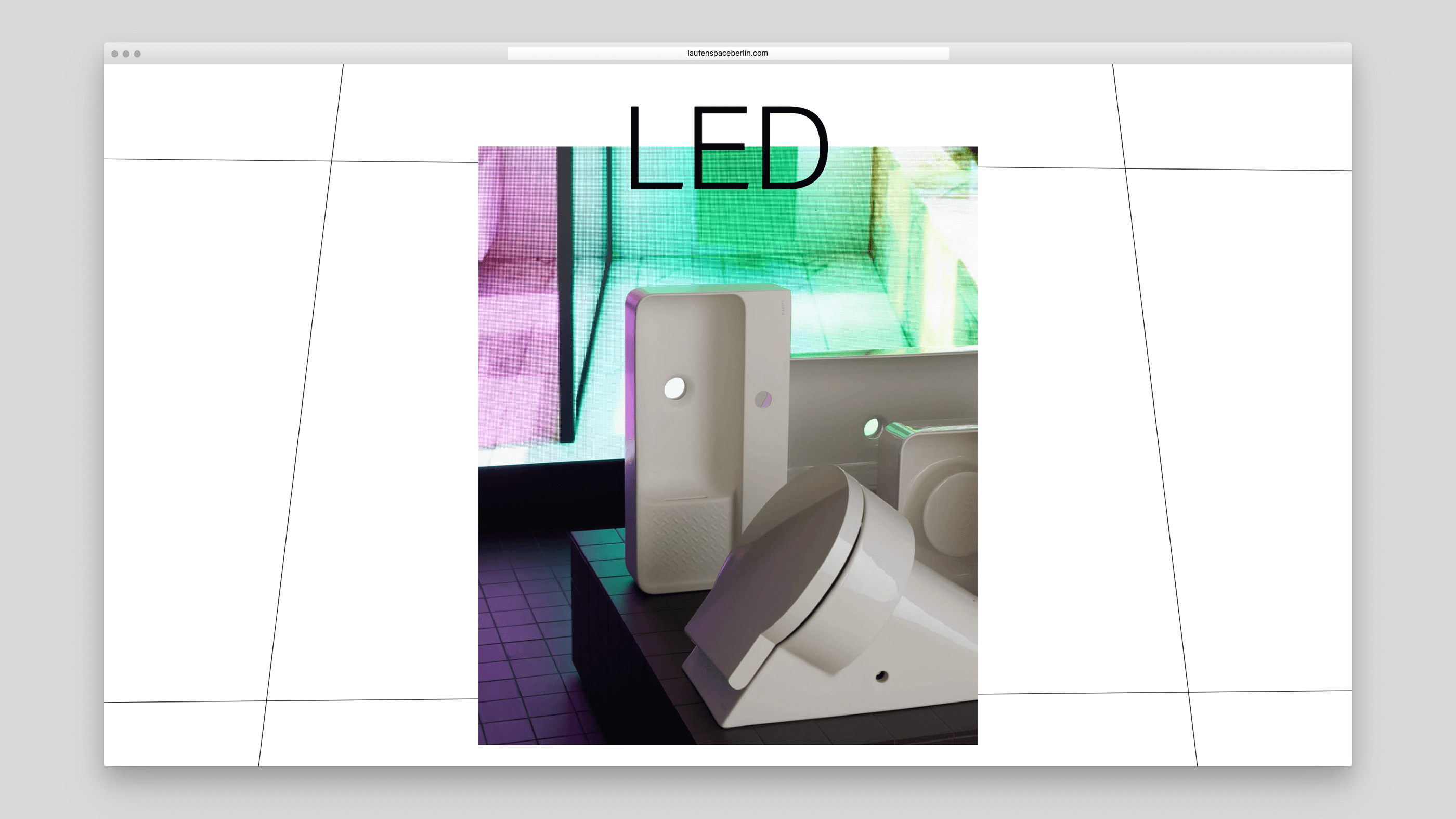 Waschbecken von Laufen vor einer LED-Wand