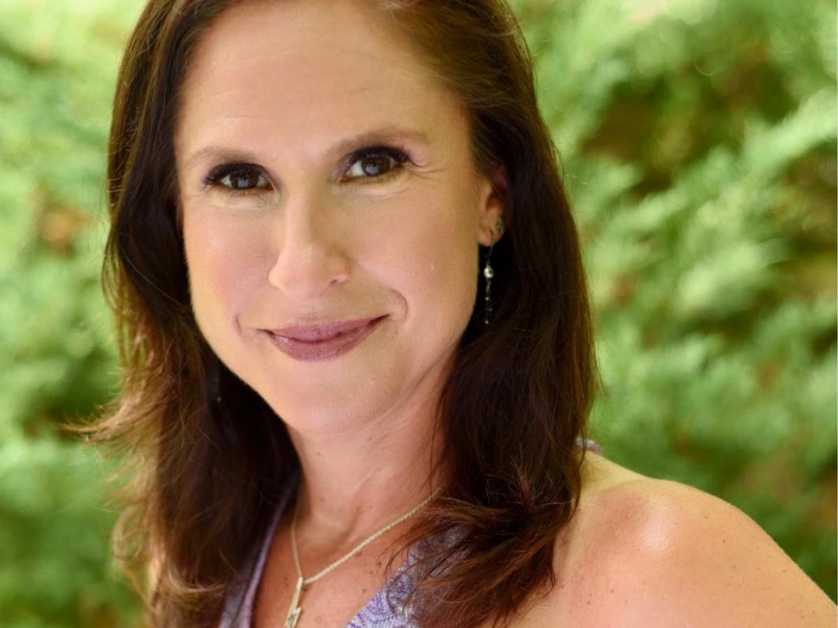 Get to know New York-based Reveler Lisa Leshne!