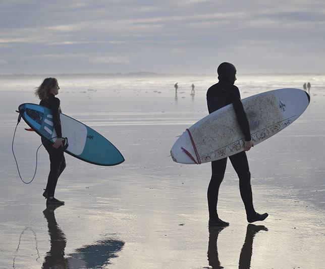 Photo surfeurs bord de mer