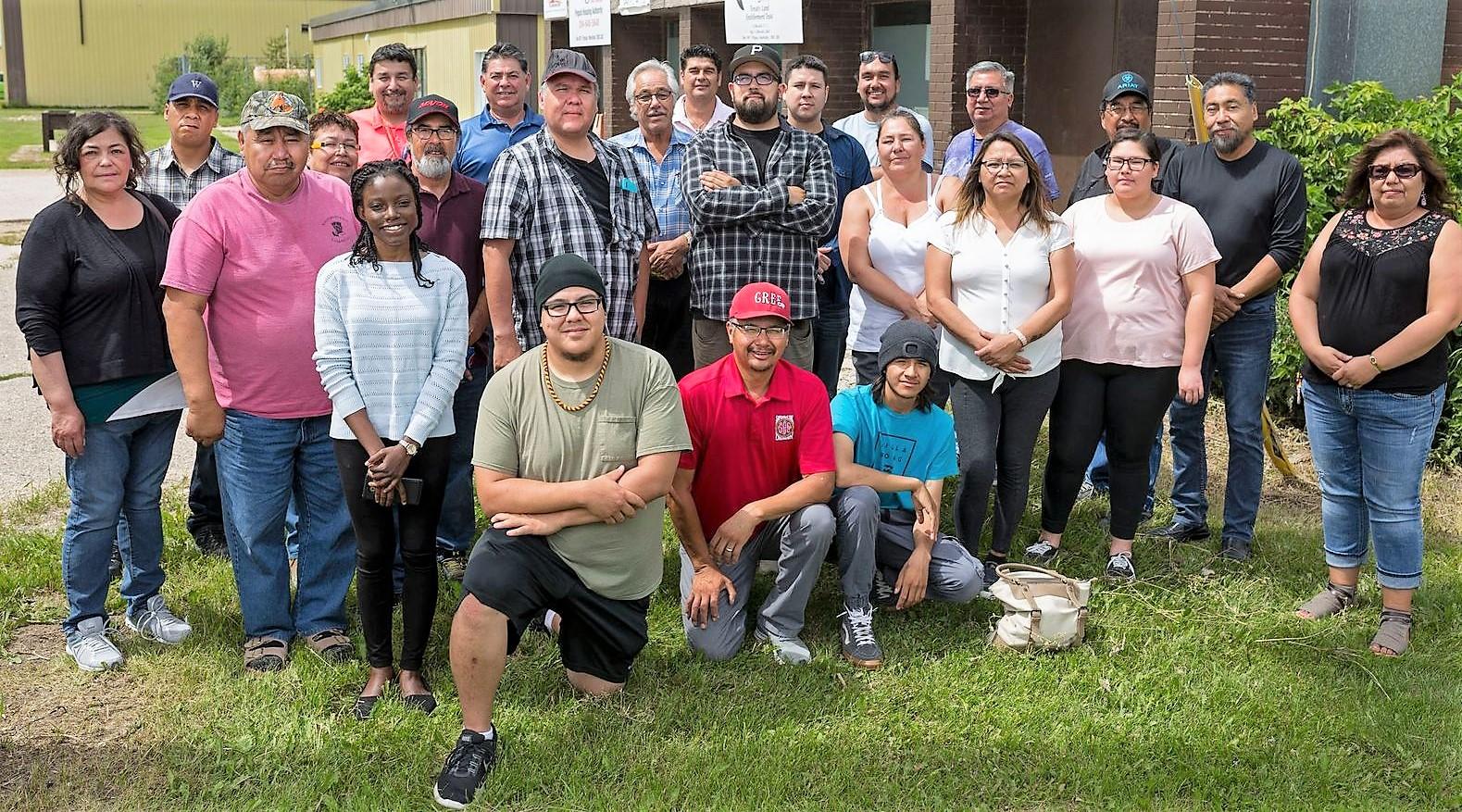 Manitoba Uske members group shot outside
