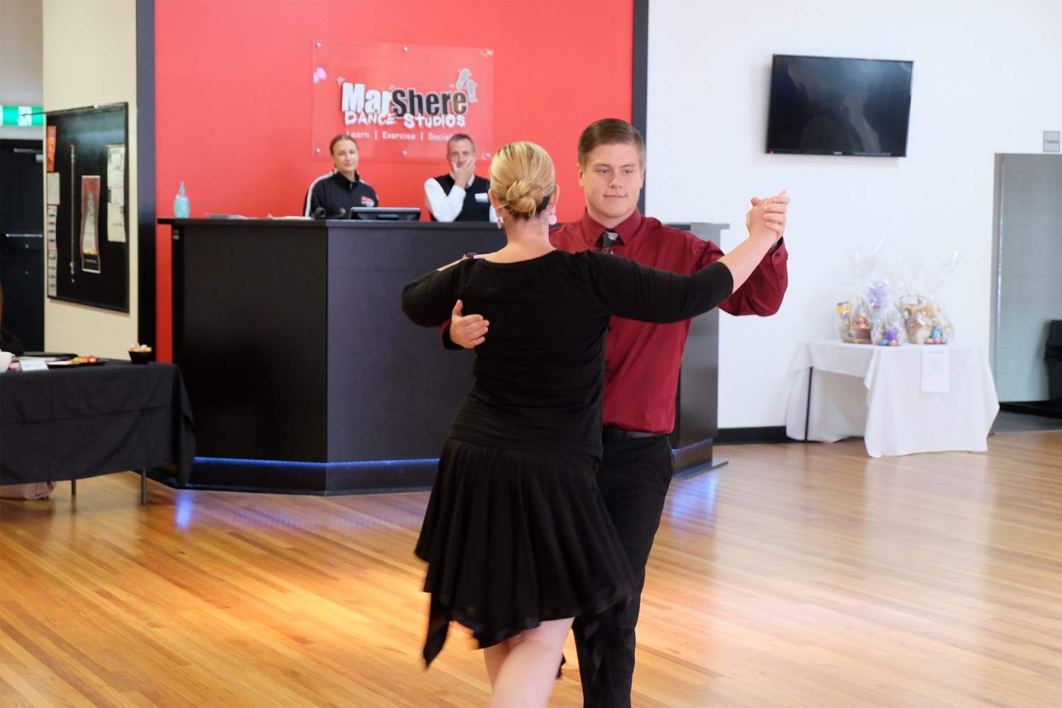 Adult learn to dance Ballroom, New Vogue, Latin and Street Latin