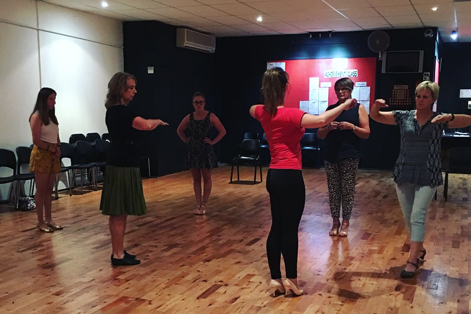 Adults learn to dance Ballroom, Latin, Street Latin and New Vogue classes