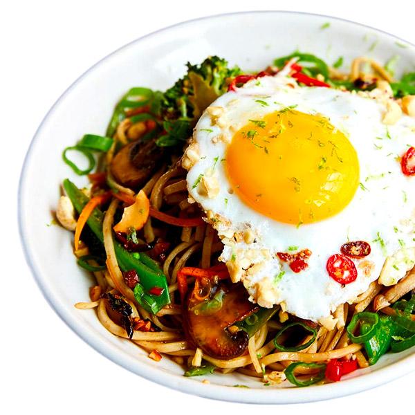 Vegetable Noodle Stir Fry with Fried Egg (Approx 1.1 - 1.3Kg) Serves 4:5