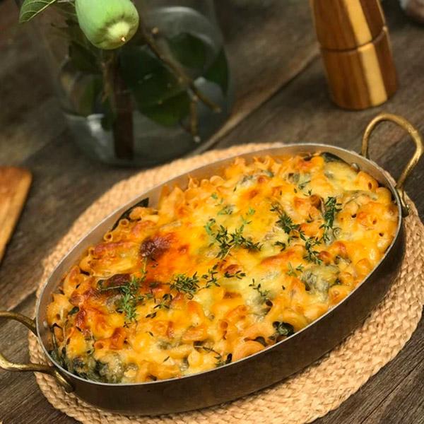 Cheesy Herb & Spinach Macaroni  1kg (Aprrox Serves 4) Frozen