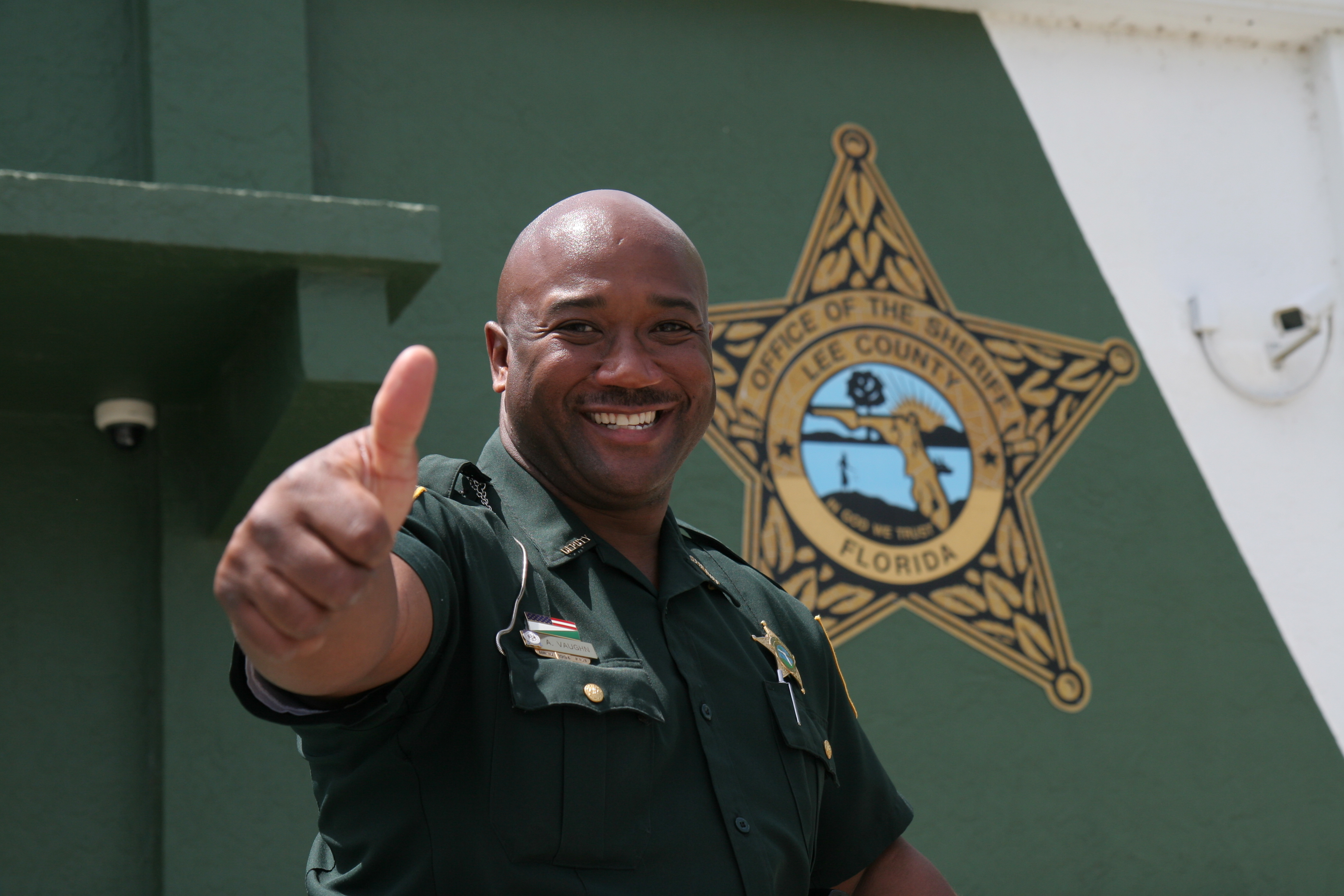 Florida Sheriff giving a thumbs up