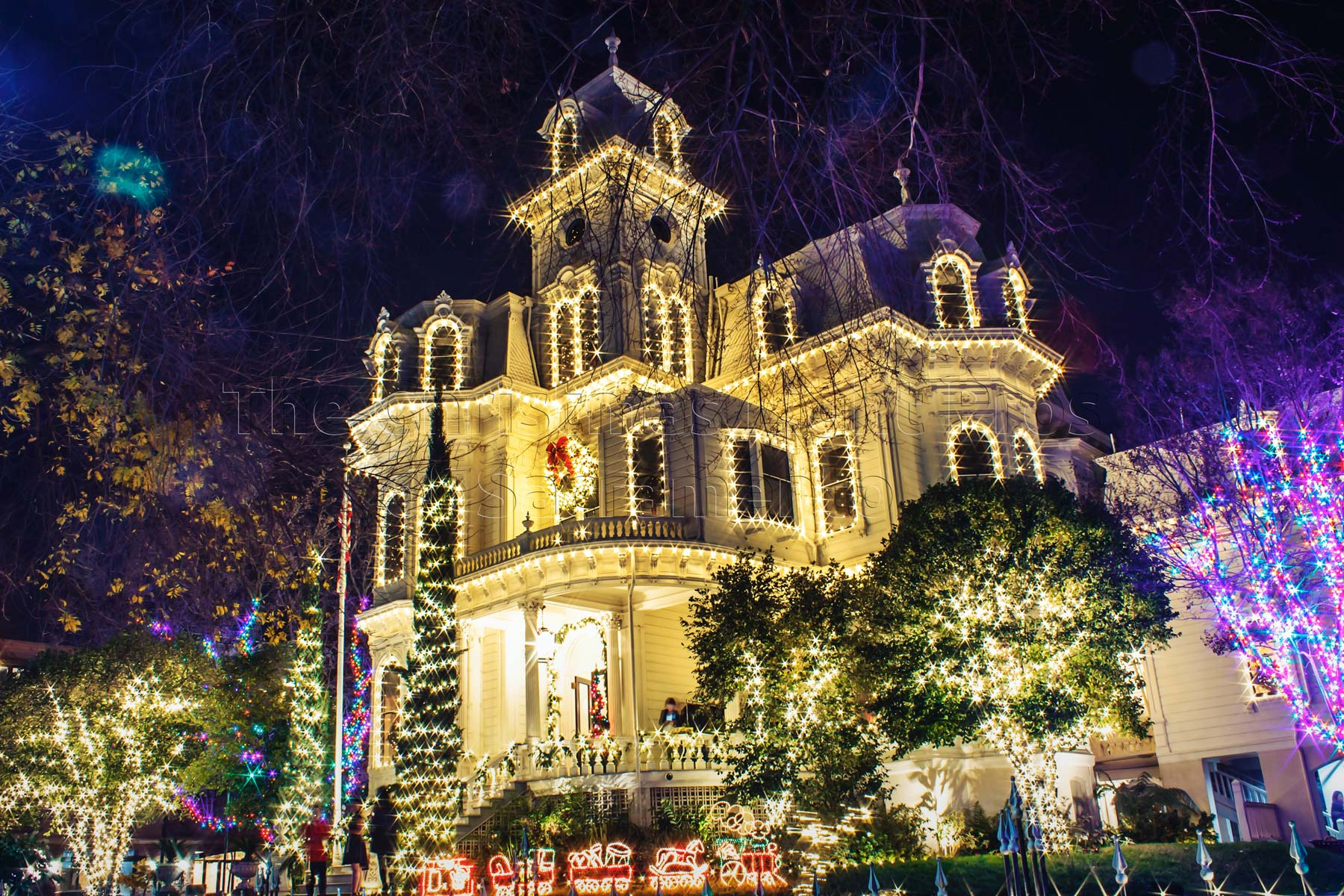 Residential Christmas light installation in Sacramento