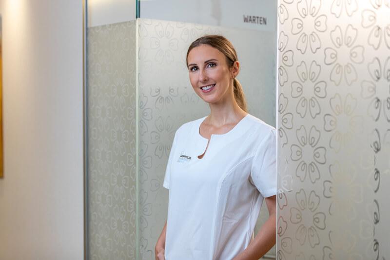 Dentalhygienikerin Lucija Andrijanic stellt ihren Beruf vor