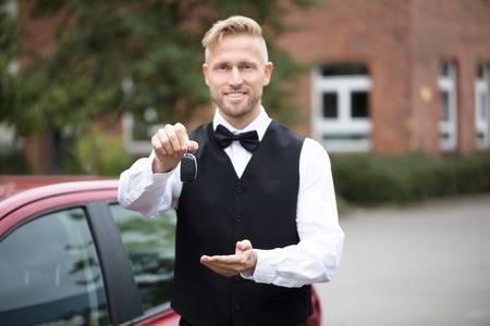 valet showing keys