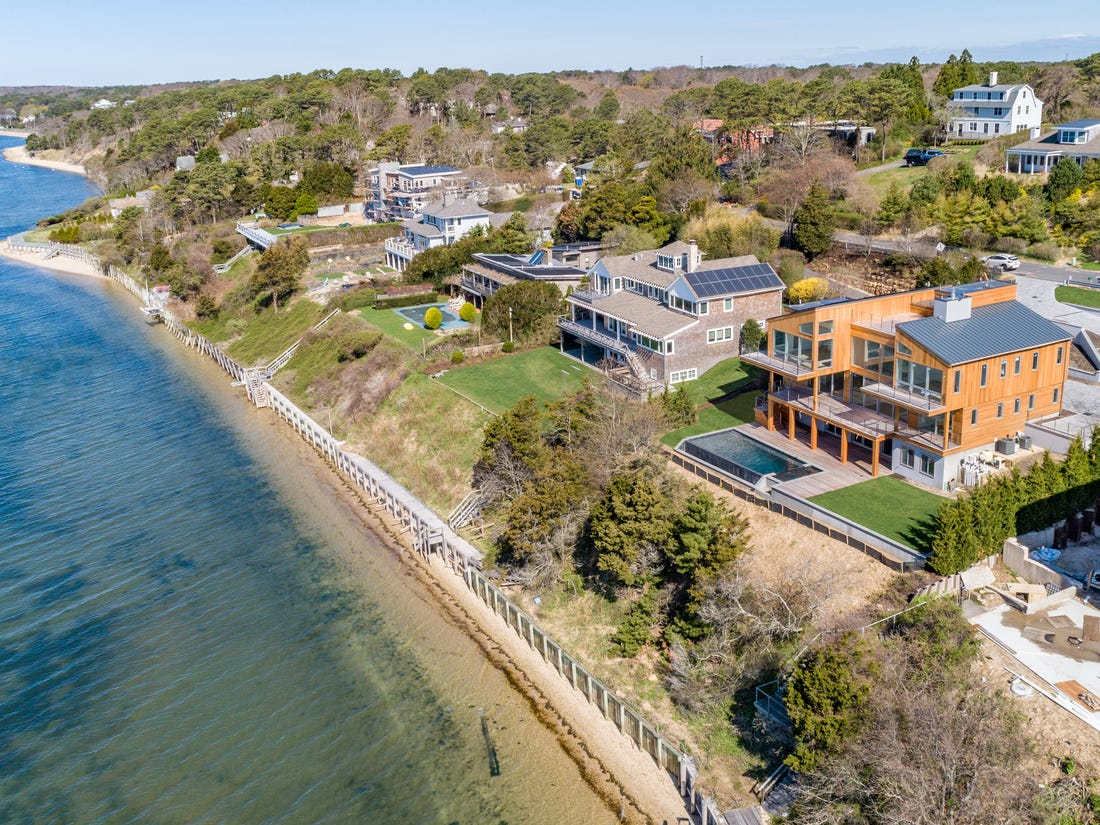 A Homebuyer's Guide to Hamptons Neighborhoods
