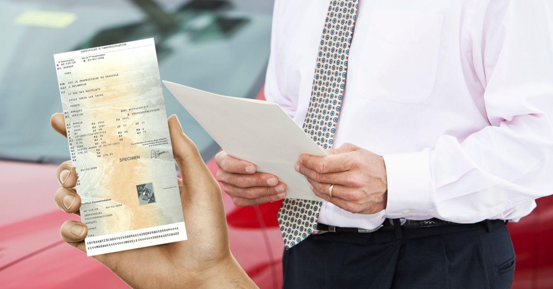 Vendre sa voiture : qui garde la carte grise ?