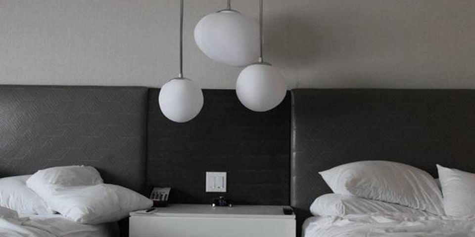 head lice bedding pillow comforter hotel motel room inn
