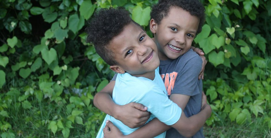 Chicago lice treatment family twins hugging