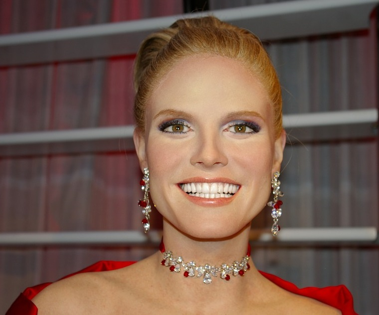 Glamourous Supermodel Heidi Klum in red gown with diamonds and ruby jewelry.