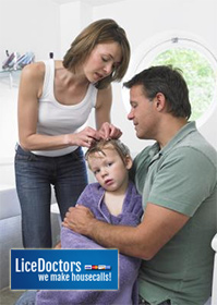 Parents picking lice - LiceDoctors