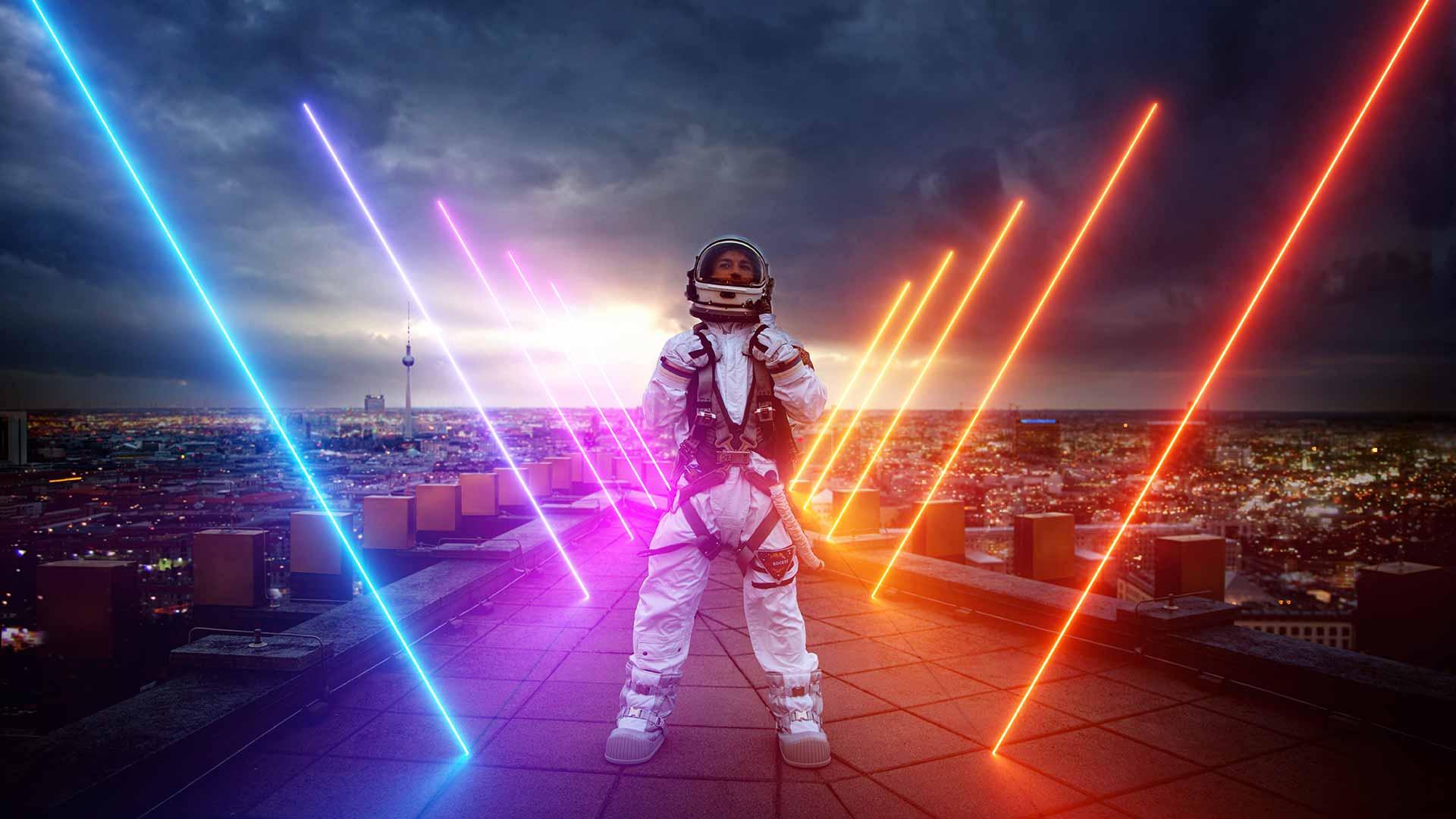 Astronaut über Dächer Berlins
