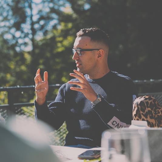 Steuerfabi Fabian Walter im Gespräch mit den Start-ups