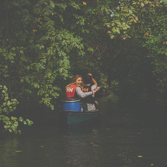 Spaß bei der Kanu-Tour auf dem Altrhein