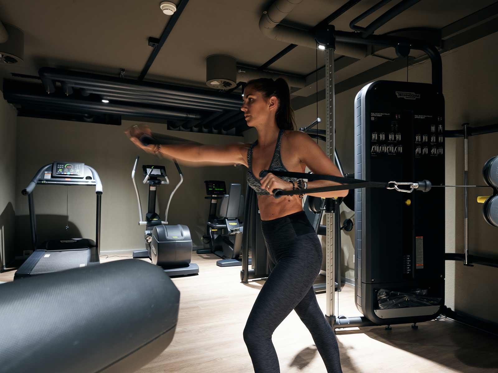 Frau beim Trainieren