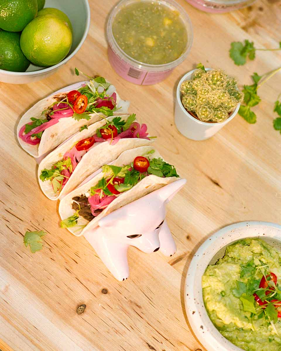 Bord med taco i ett taco stand från El Taco Truck