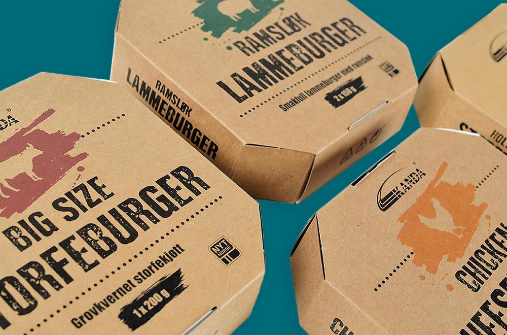 Emballasje for kanda med ulikt trykk på grønn bakgrunn