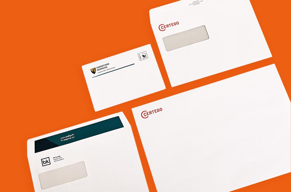 Brevark, konvolutt og visittkort med trykk på oransje bakgrunn