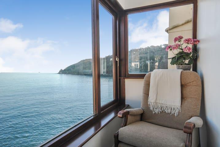 Criterion Cottage - Incredible sea views