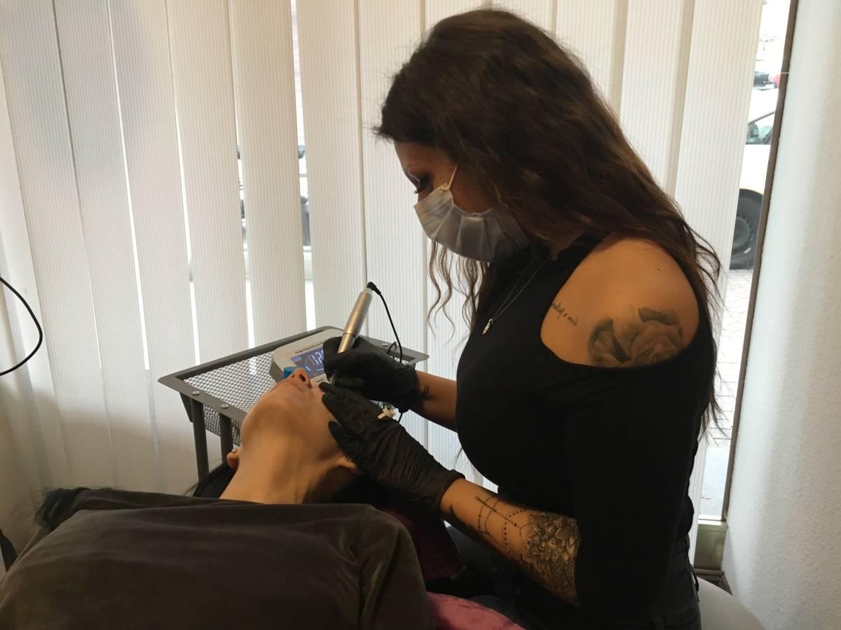 Caka Cosmetics Kosmetikfachschule Mannheim Schulungen Permanent Make-Up Microblading Wimpernlifting Gesichtsbehandlung Anwendungen