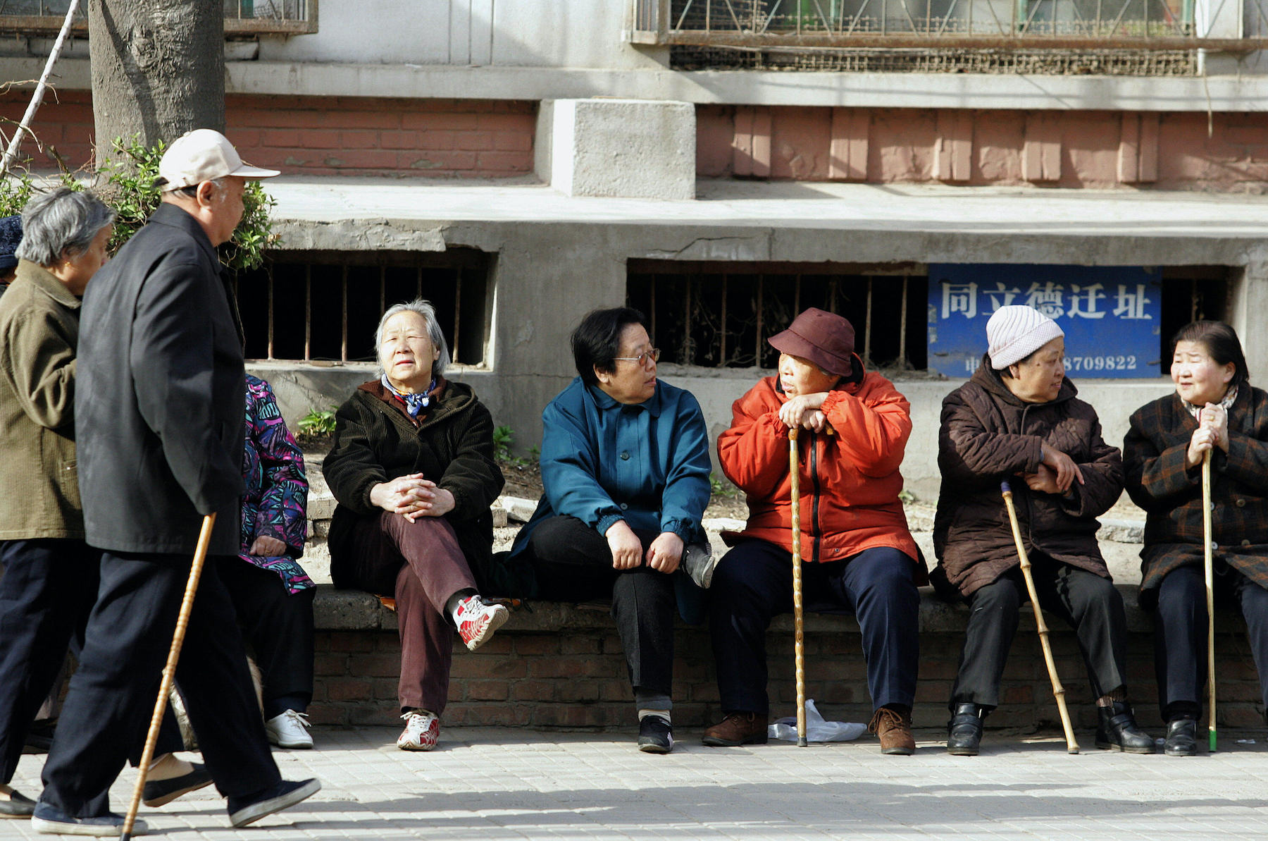 A group of elderly Chinese people enjoys a day in Beijing