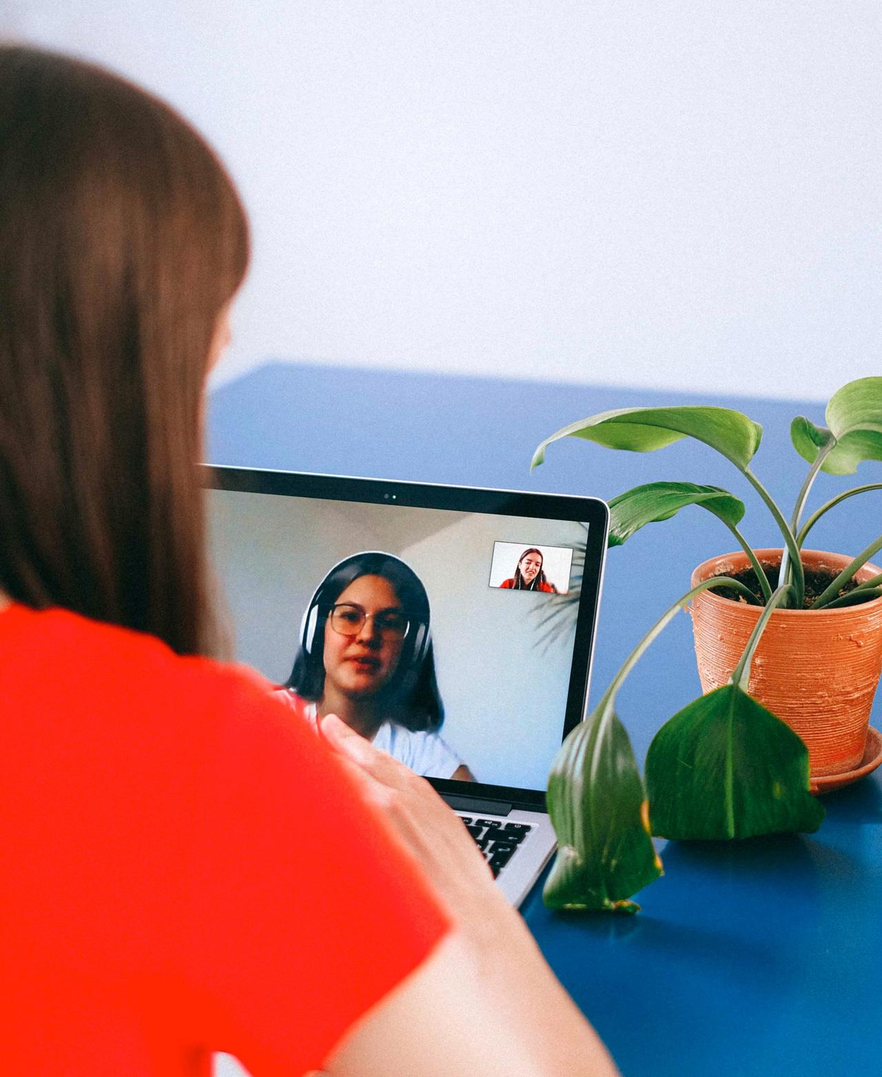 Bilde av personer i digitalt møte