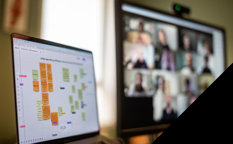 Bilde av en gruppe deltakere på kurs i digitale workshoper
